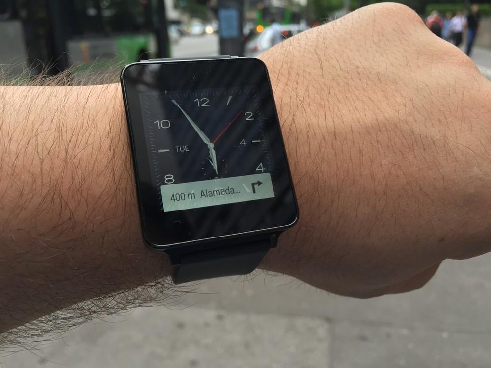 e2d97180f2f G Watch é quadradão e sem cara de relógio
