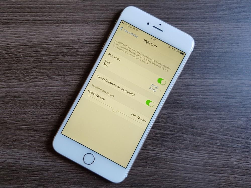 ebf7670ae31 A luz emitida por smartphones, atualmente, é capaz de reduzir a produção de  melatonina pelo cérebro, hormônio responsável pela estimulação do sono em  ...