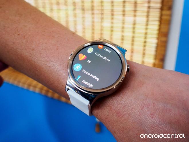 3e8b07dc521 Infelizmente ainda não foi revelado quando o Android Wear 2.0 será  disponibilizado para cada relógio inteligente presente na lista