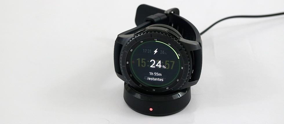 A promessa da Samsung é de até quatro dias longe do carregador. De fato,  com 100%, é possível utilizar o dispositivo sem problemas por esse período,  ... 5dd366aab5