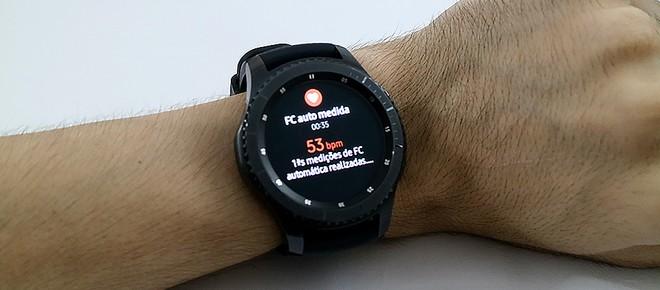 Um relógio de luxo. É assim que o Gear S3 é apresentado, e é isso que ele  é. O preço assusta, sendo R  2.199 no Brasil. Mas o público-alvo tem essa  grana ... 6ba2068a10