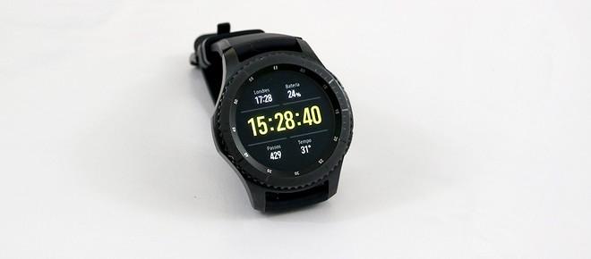 O Gear S3 Frontier tem pulseira de borracha e corpo de aço. Para quem  quiser trocar a pulseira por questão estética ou por necessidade, é só ir a  qualquer ... 4f3657d1a9
