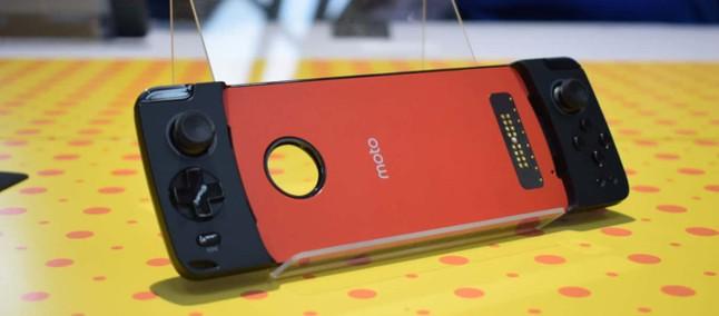 7868533e0cf95 Motorola publica vídeo com mais detalhes sobre o snap Moto Gamepad ...