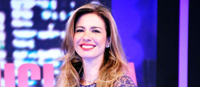 Apresentadora brasileira Luciana Gimenez aparece com suposto iPhone ... 343abda7e2