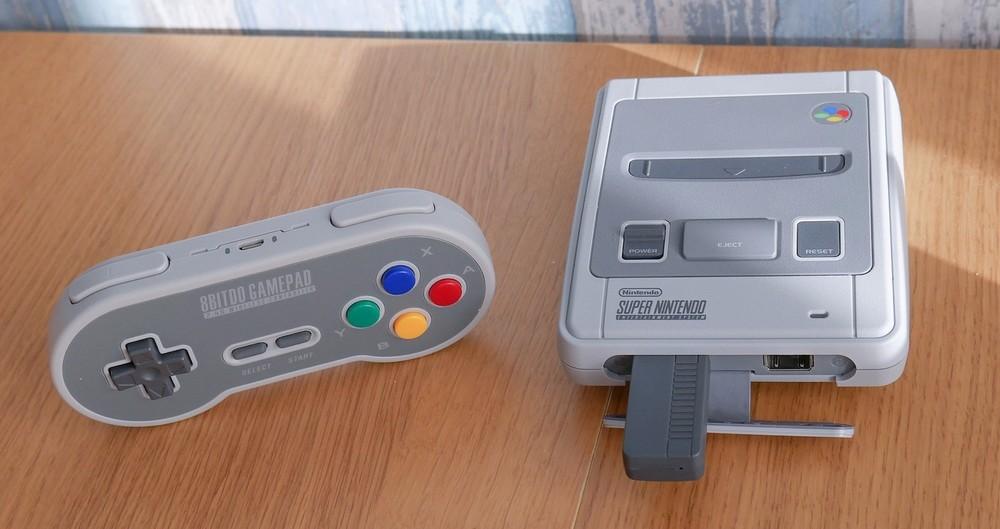 Com design retrô, 8Bitdo lança controles sem fio para o SNES