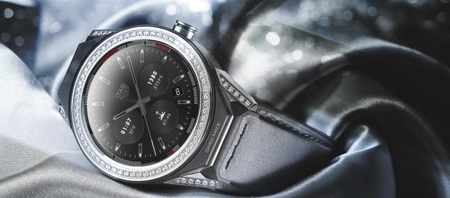 ec80388daf6 Novo smartwatch da Tag Heuer chega cravejado de diamante custando quase uma  Lamborghini
