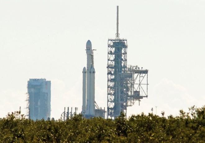 Elon Musk terá que esperar: paralisação do Governo impede testes do Falcon Heavy da SpaceX
