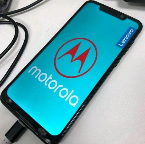 9969283cd47 Se você achou que a Motorola ia passar batido pela nova onda em design de  tela dos smartphones, parece que se enganou. A companhia adotou a proporção  18:9 ...