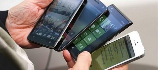 0317af847 Pesquisa revela que mais da metade das compras de smartphones são feitas em  lojas físicas