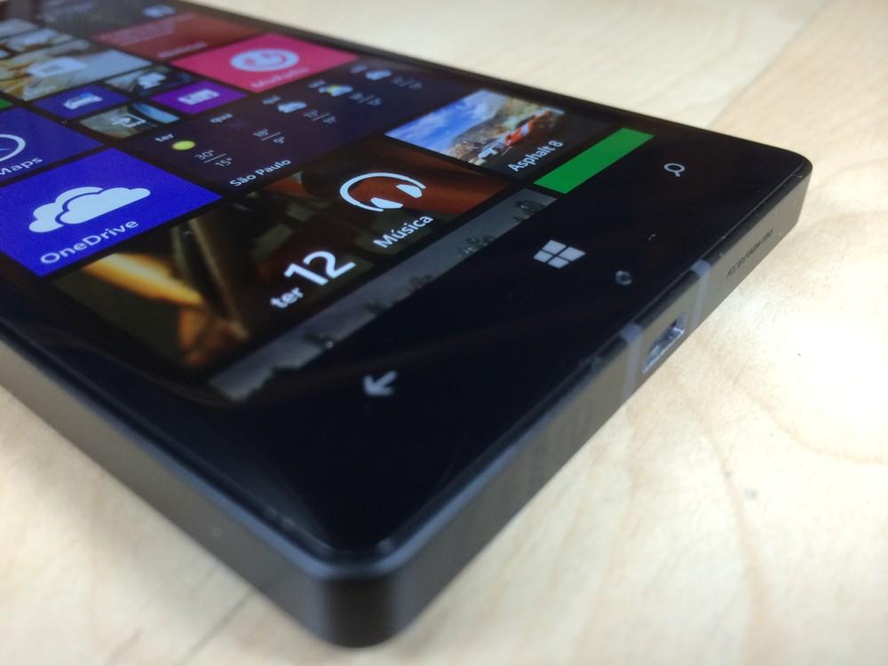 1c259b8b75ec6 Botões para fora do display, mesmo sendo um Windows Phone 8.1